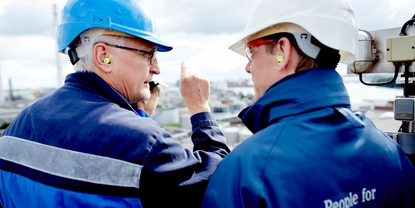 Customer and Endress+Hauser engineer at a refinery